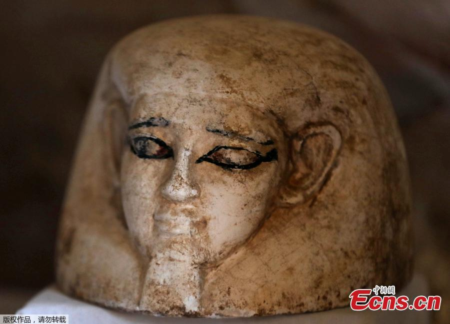 An artifact is displayed outside a newly discovered tomb at al-Assasif Necropolis in Luxor, Egypt November 24, 2018.(Photo/VCG)