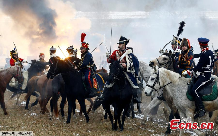 People dressed in the historic uniforms of the Imperial Russian and French armies take part in a re-enactment of the 1812 Battle of Berezina, to mark the 206th anniversary of the battle, near the village of Bryli, Belarus, November 25, 2018. (Photo/Agencies)