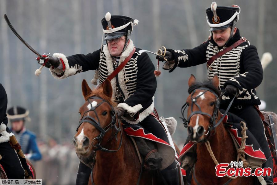 People dressed in the historic uniforms of the Imperial Russian army take part in a re-enactment of the 1812 Battle of Berezina, to mark the 206th anniversary of the battle, near the village of Bryli, Belarus, November 25, 2018.(Photo/Agencies)