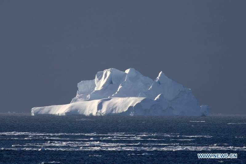An iceberg and floating ice are seen in the Southern Ocean, Nov. 25, 2018. Xuelong entered a floating ice area in the Southern Ocean to avoid a cyclone. The ice area is located at 61.55 degrees south latitude and 110.37 east longitude. (Xinhua/Liu Shiping)