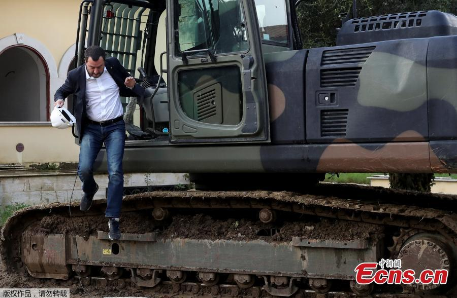 Italy\'s interior minister Matteo Salvini takes part in the demolition of a villa built illegally by an alleged Mafia family in Rome, Italy November 26, 2018. (Photo/Agencies)