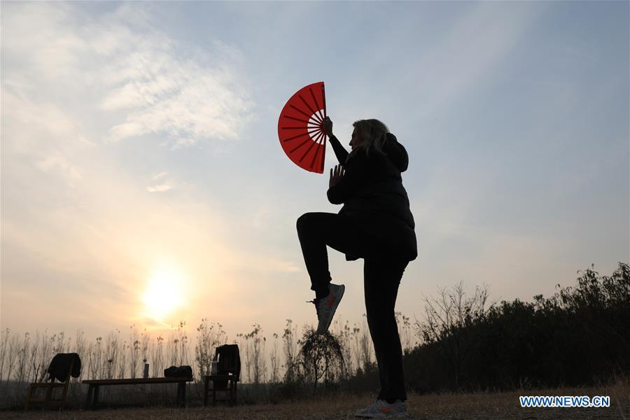 Ana Fidalgo practices Taiji fan in Chenjiagou Village of Wenxian County, central China\'s Henan Province, Nov. 25, 2018. Ana, who comes from Sao Paulo, Brazil, loves Chinese culture, and is a fan of Taiji. It\'s the third time that she comes to Chenjiagou Village to study Taiji. She has taught what she has learned in China in her hometown when coming back to Brazil in recent years, hoping to benefit more people. (Xinhua/Xu Hongxing)