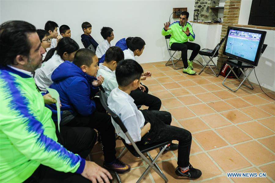 Coach Miguel Duran (R) instructs Chinese young football players on a match replay at the Sport CSHK training ground in Sant Esteve de Palautordera, Province of Barcelona, Spain, Nov. 24, 2018. Spain has a mature football industry which attracts many young Chinese football lovers. The Sport CSKH, founded by an overseas Chinese in Barcelona, has been a bridge linking Chinese young football players with Spanish football culture. (Xinhua/Zheng Huansong)