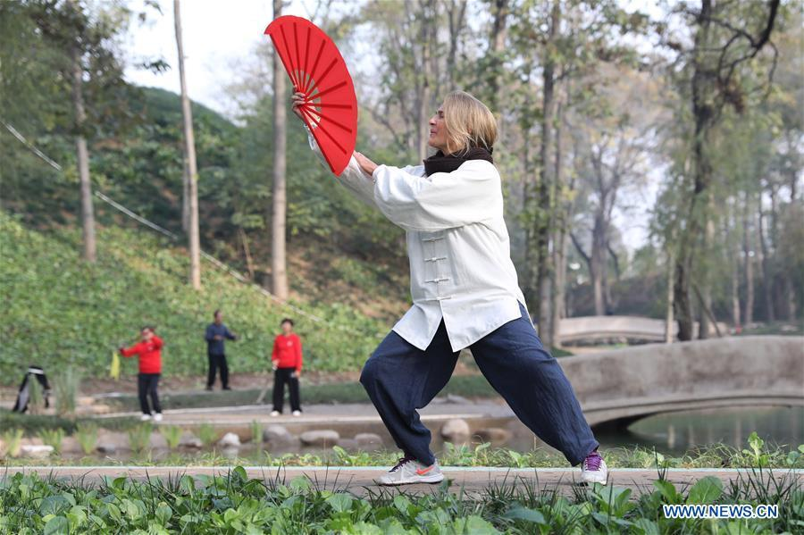 Ana Fidalgo practices Taiji fan in Chenjiagou Village of Wenxian County, central China\'s Henan Province, Nov. 20, 2018. Ana, who comes from Sao Paulo, Brazil, loves Chinese culture, and is a fan of Taiji. It\'s the third time that she comes to Chenjiagou Village to study Taiji. She has taught what she has learned in China in her hometown when coming back to Brazil in recent years, hoping to benefit more people. (Xinhua/Xu Hongxing)