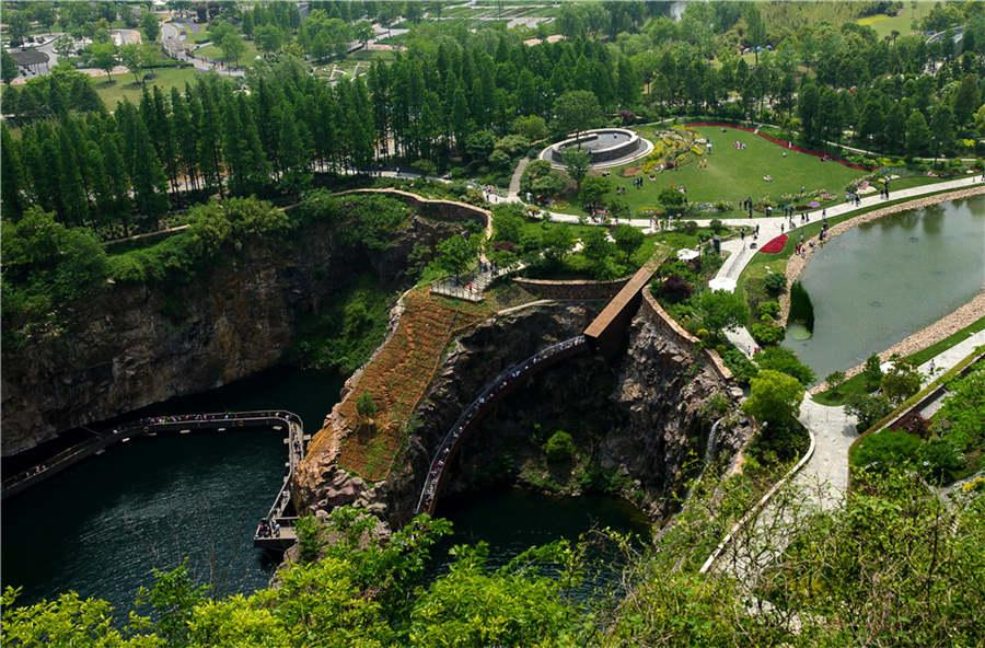 A bird\'s eye view of the quarry garden. (Photo provided to chinadaily.com.cn)