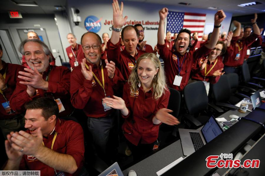 NASA engineers in the space flight operation facility at NASA\'s Jet Propulsion Laboratory (JPL) react as the first picture arrives from the spaceship InSight after it landed on Mars from JPL in Pasadena, California, U.S. November 26, 2018.(Photo/Agencies)