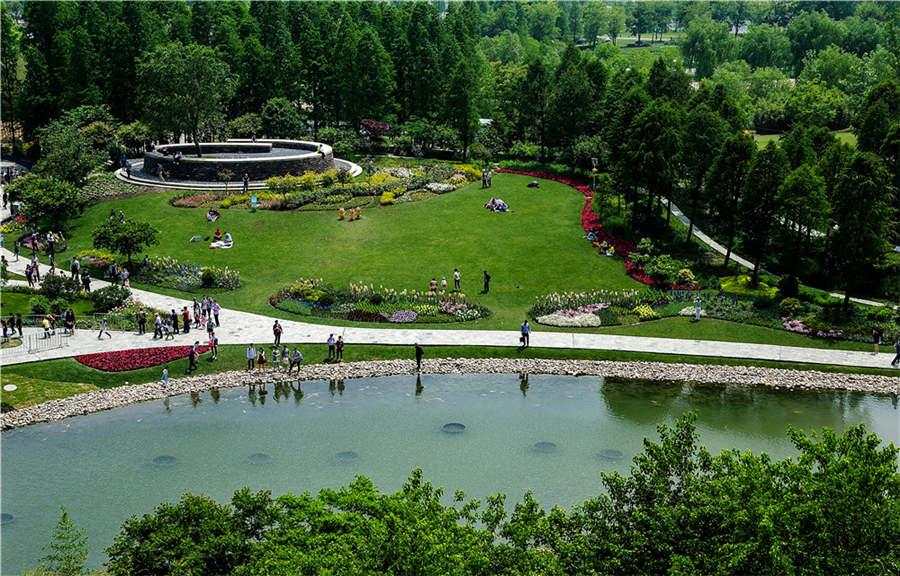The Jinghu Lake in the quarry garden.  (Photo provided to chinadaily.com.cn)