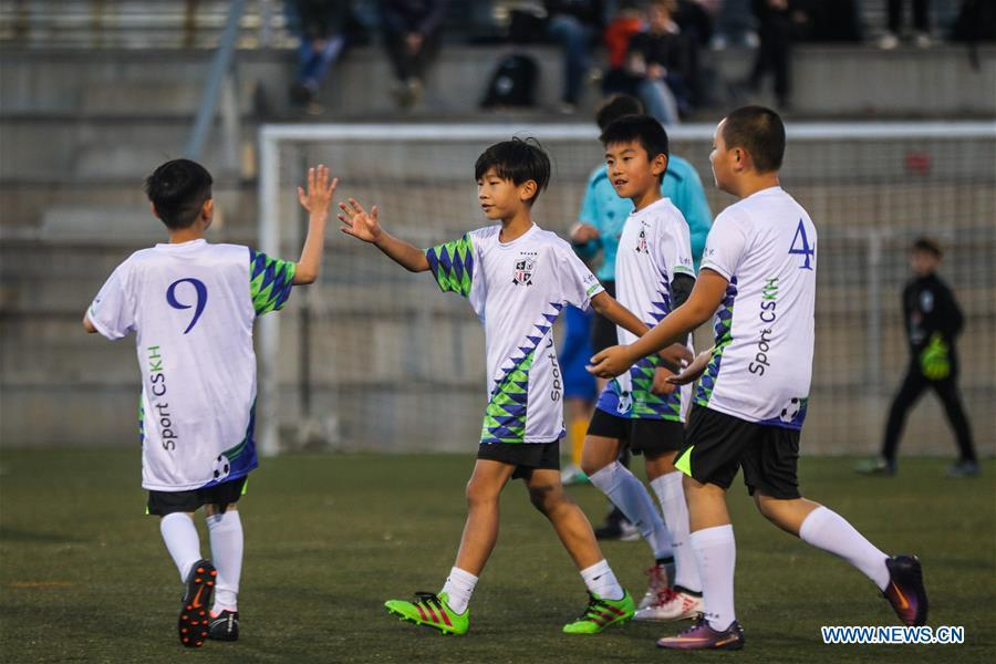 Xu Tianze (2nd L) celebrates with teammates after scoring during a match against Club Sistrells in Badalona, Province of Barcelona, Spain, Nov. 24, 2018. Spain has a mature football industry which attracts many young Chinese football lovers. The Sport CSKH, founded by an overseas Chinese in Barcelona, has been a bridge linking Chinese young football players with Spanish football culture. (Xinhua/Zheng Huansong)