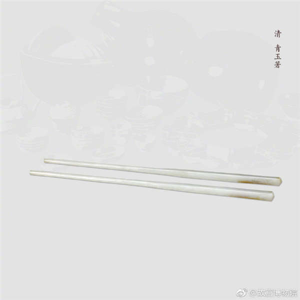 A pair of gray jade chopsticks, from the Qing Dynasty. (Photo/Official Weibo account of the Palace Museum)
