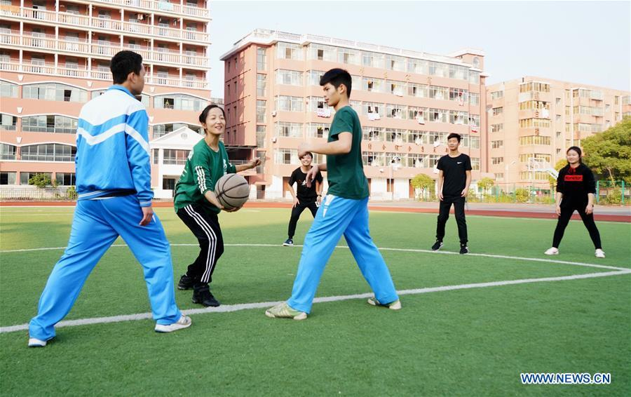 Teacher Zeng Wenping(2nd L) plays with students at Qiyin school in Nanchang, capital of east China\'s Jiangxi Province, Nov. 26, 2018. Zeng, 43, has been engaged in special education for 21 years ever since she graduated from university. Hearing impaired students enjoy the all-encompassing heartfelt and intensive care by Zeng and consider her as more than a teacher but a sister. (Xinhua/Hu Chenhuan)