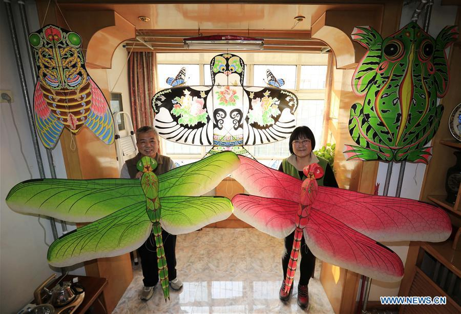 Fu Xianming and his wife display self-made kites in Shijiazhuang, capital of north China\'s Hebei Province, Nov. 21, 2018. Fu Xianming, a 66-year-old craftsman, has devoted himself in kites making for 20 years. Fu and his wife have made more than 1,500 kites of various shapes since 1998. (Xinhua/Zhang Haiqiang)