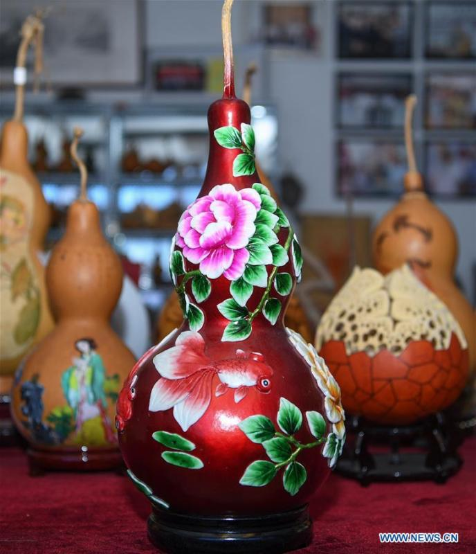 Wang Guowei\'s gourd handicrafts are seen at his studio in Tieling, northeast China\'s Liaoning Province, Nov. 26, 2018. Wang Guowei who is adept in painting was awarded provincial-level handicraft master title for producing exquisite gourd handicrafts with vivid images. (Xinhua/Long Lei)