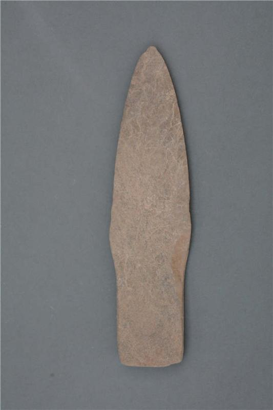A stone ware piece unearthed at the Lushanmao historic relics site. (Photo provided to chinadaily.com.cn)