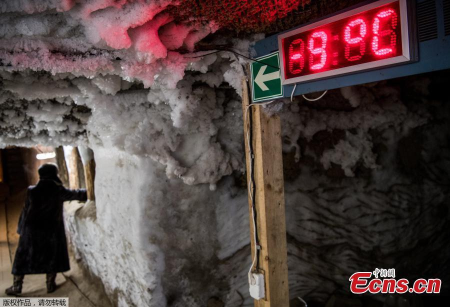 An electronic thermometer shows the temperature in the Museum of the History of Permafrost Studies located beneath the Melnikov Permafrost Institute in the eastern Siberian city of Yakutsk in Russia on November 26, 2018. (Photo/Agencies)