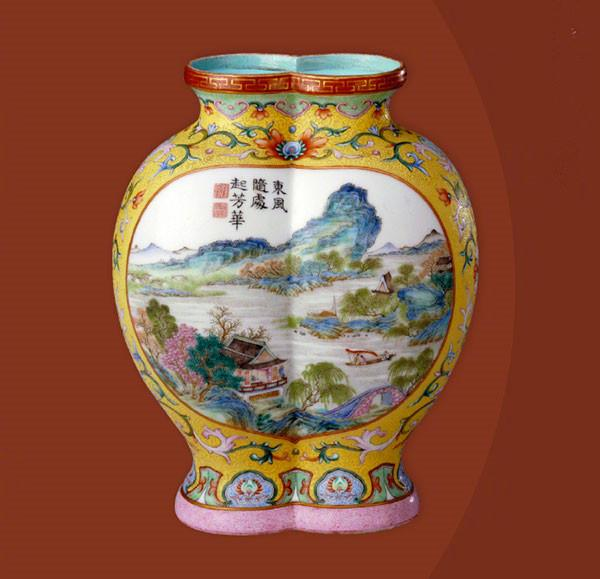 A yellow-ground famille-rose paired vase painted with landscape paintings from the Qianlong Period of the Qing Dynasty (1644-1911).  (Photo/Official Weibo account of the Palace Museum)