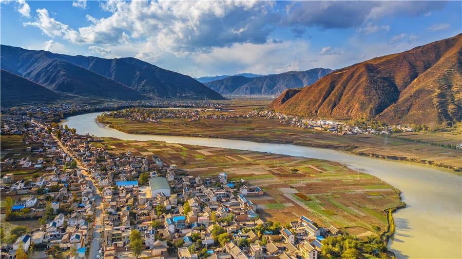 A view of Dingxi city in Gansu Province. (Photo provided to chinadaily.com.cn)
