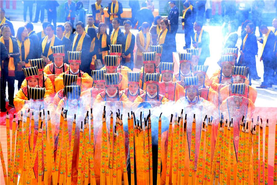 A sacrificial ceremony at Yellow Emperor cultural scenic spot in Qingyang city of Gansu Province. (Photo provided to chinadaily.com.cn)