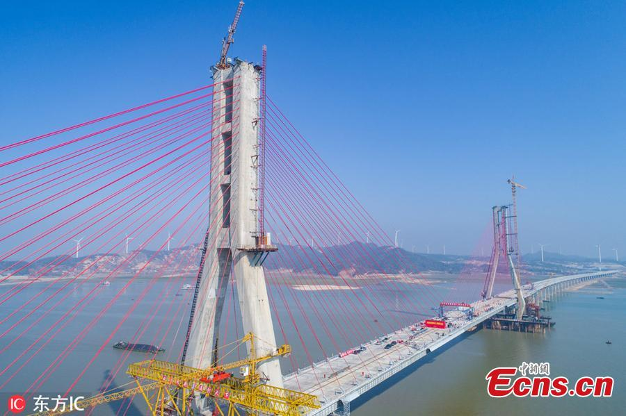 Photo taken on Nov. 28, 2018 shows the Poyang Lake No. 2 Bridge in east China\'s Jiangxi Province. The closure of the main project of the Poyang Lake No. 2 Bridge, which links Duchang County and Lushan City in Jiangxi, was completed on Wednesday. The bridge spans over the Laoyemiao water area of the Poyang Lake, which is often referred to as \
