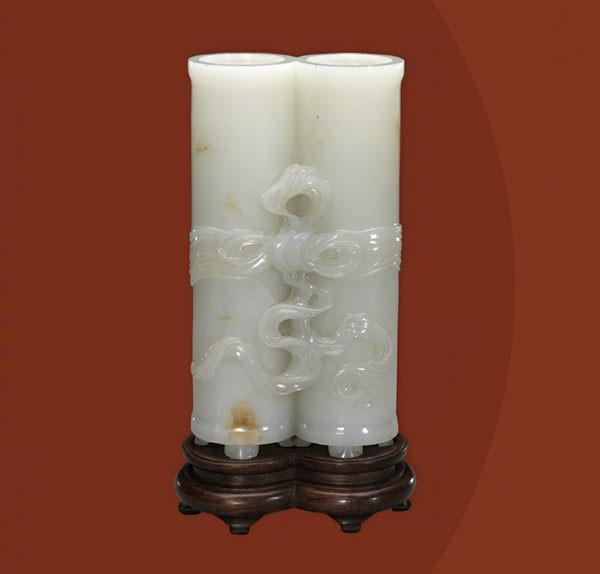A gray jade paired flower receptacle from the Qing Dynasty. (Photo/Official Weibo account of the Palace Museum)