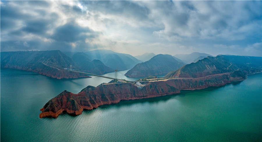 The Liujiaxia Bridge in Linxia Hui autonomous prefecture of Gansu Province. (Photo provided to chinadaily.com.cn)