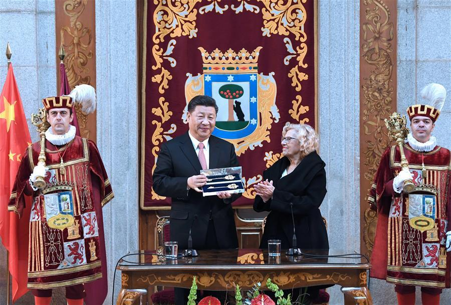 Chinese President Xi Jinping is conferred with a golden key to the city of Madrid at a presentation ceremony held in Madrid City Hall in Madrid, Spain, Nov. 28, 2018. (Xinhua/Rao Aimin)