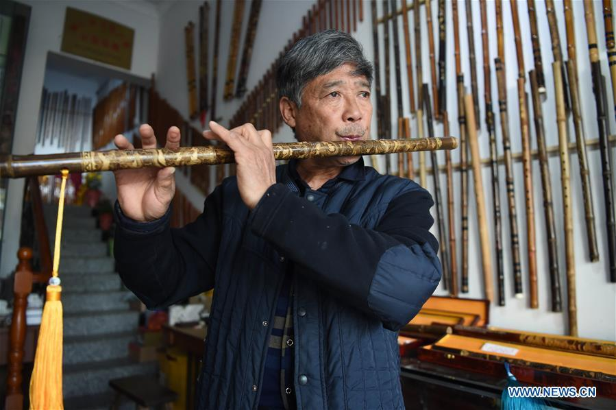 Liu Zesong, inheritor of the Yuping bamboo flute making craft, blows a flute he made in Yuping Dong Autonomous County, southwest China\'s Guizhou Province, Nov. 29, 2018. As a traditional Chinese bamboo instrument, Yuping bamboo flute is famous for its clear tone and delicate carving. Made from local bamboo, the flute goes through dozens of procedures before finished and merges folk cultures of other ethnic groups. It was listed as one of the National Intangible Cultural Heritages in 2006. (Xinhua/Ma Ning)