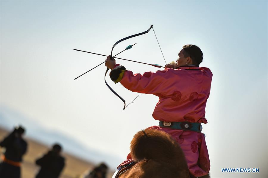 A participant takes part in an arrow-shooting competition on camel during an international camel cultural festival held in Wulatehou Banner, Bayan Nur of north China\'s Inner Mongolia Autonomous Region, Dec. 1, 2018. The three-day festival opened here on Saturday. (Xinhua/Yu Dongsheng)