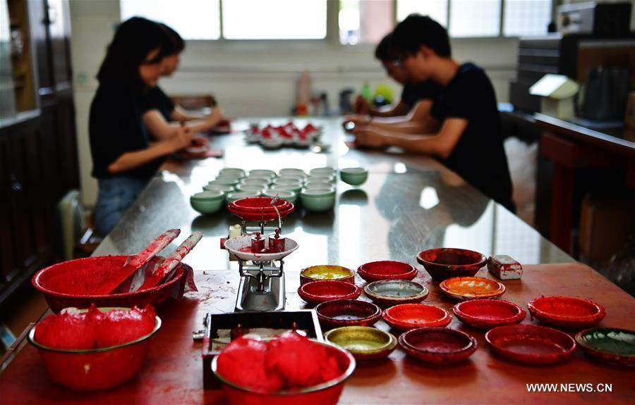 Workers fill Babao red ink paste into saucers in Zhangzhou, southeast China\'s Fujian Province, Nov. 30, 2018. Made of many precious materials such as pearl, agate, coral and musk, Zhangzhou red ink paste has been favoured by painters and calligraphers both home and abroad for over 300 years. Its making technology was listed as the second batch of national intangible cultural heritages in 2008. (Xinhua/Wei Peiquan)