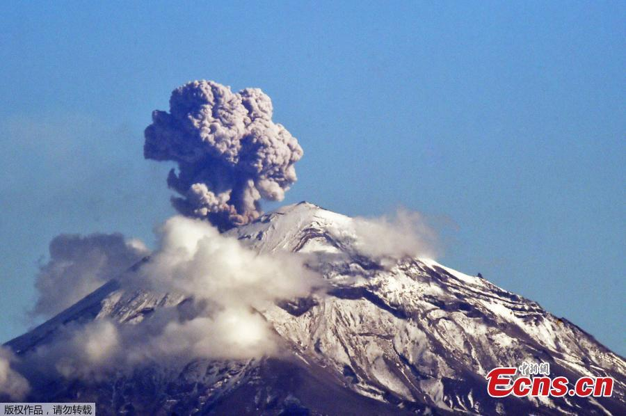 The Popocatepetl Volcano spewes ash and smoke as seen from Mexico City, on December 2, 2018. The Popocatepetl volcano, located about 55 km from Mexico City, has recorded numerous low-intensity exhalations in the past few days. (Photo/Agencies)