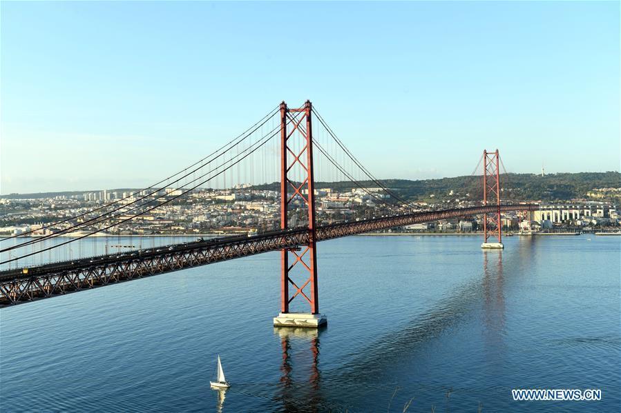 Photo taken on Nov. 30, 2018 shows the 25th of April Bridge (25 de Abril Bridge) over the Tagus river in Lisbon, Portugal. (Xinhua/Zhang Liyun)