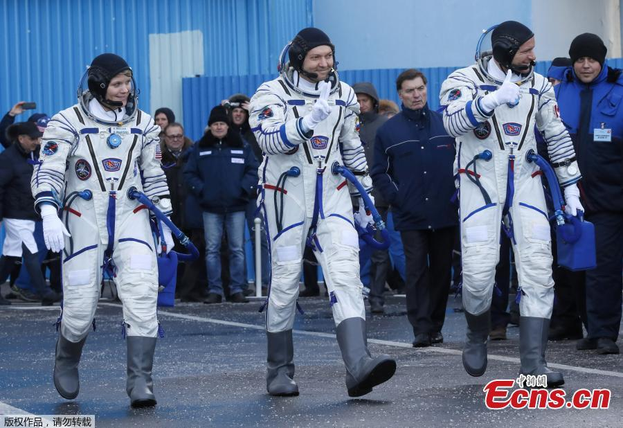 International Space Station (ISS) crew members David Saint-Jacques of Canada, Oleg Kononenko of Russia and Anne McClain of the U.S. walk after donning space suits shortly before their launch at the Baikonur Cosmodrome, Kazakhstan December 3, 2018.  (Photo/Agencies)