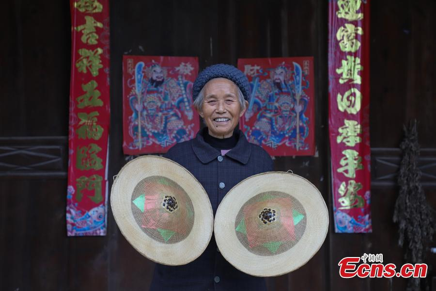 Song Erfeng shows bamboo hats in a village in Tangtou town, Southwest China\'s Guizhou province. (Photo: China News Service/ Qu Honglun)