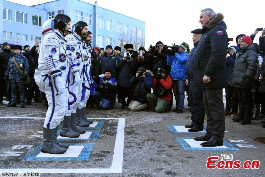 International Space Station (ISS) crew members David Saint-Jacques of Canada, Oleg Kononenko of Russia and Anne McClain of the U.S. report to Russia\'s Roscosmos space agency chief Dmitry Rogozin after donning space suits shortly before their launch at the Baikonur Cosmodrome, Kazakhstan December 3, 2018.  (Photo/Agencies)