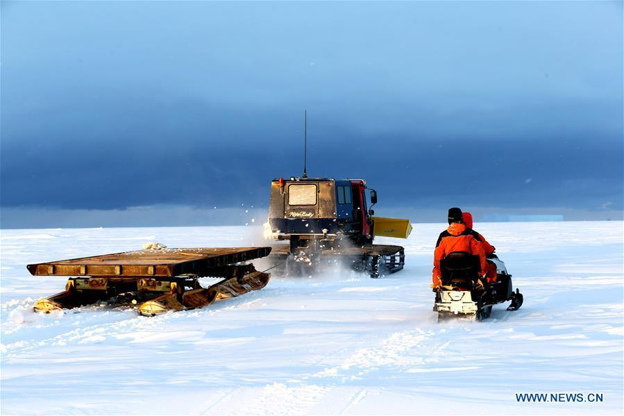 Staff members of the research team drive snowmobiles to detect routes on ice in Antarctica, Nov. 30, 2018. China\'s research icebreaker Xuelong, also known as the Snow Dragon, is now 44 kilometers away from the Zhongshan station. Unloading operations have been carried out after the routes were determined. (Xinhua/Liu Shiping)