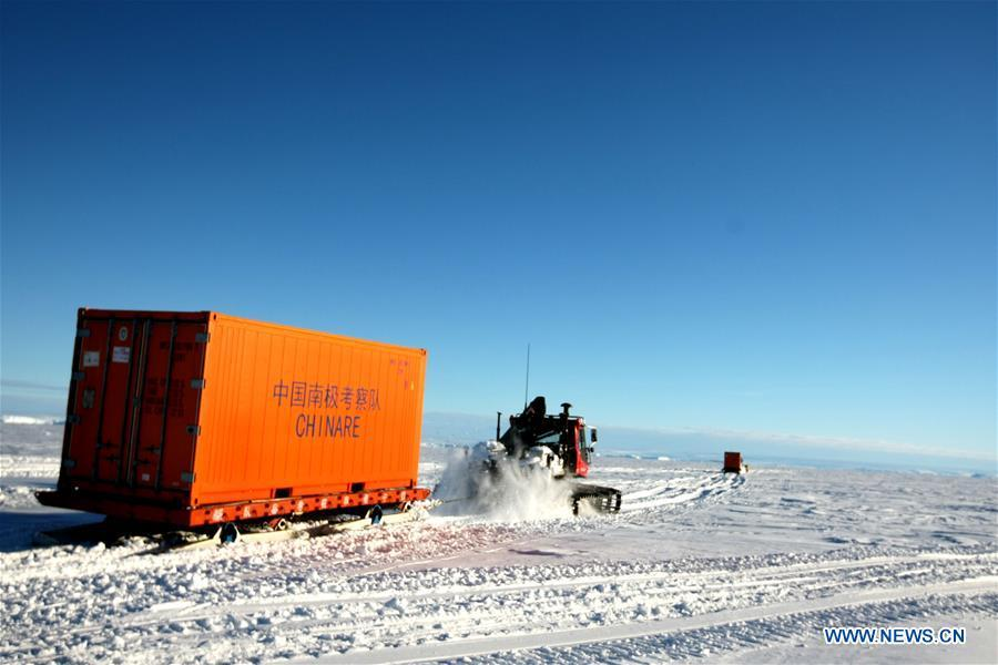 Snowmobiles loaded with supplies head for the Zhongshan station in Antarctica, Dec. 2, 2018. China\'s research icebreaker Xuelong, also known as the Snow Dragon, is now 44 kilometers away from the Zhongshan station. Unloading operations have been carried out after the routes were determined. (Xinhua/Liu Shiping)