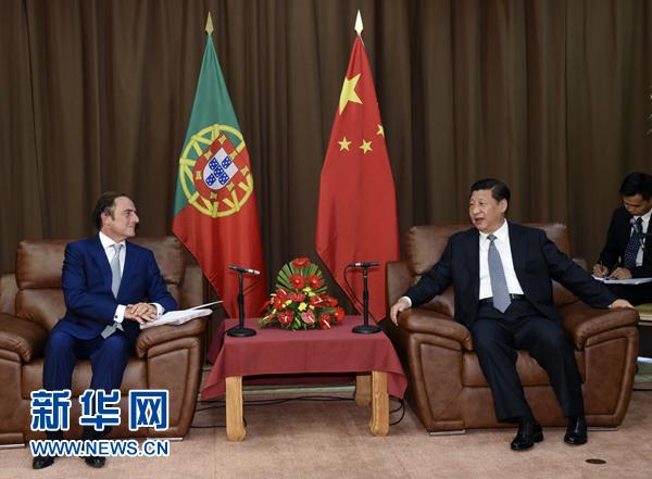 President Xi Jinping meets with Paulo Portas, then-Portuguese deputy prime minister and representative of then President Anibal Cavaco Silva in Terceira Island, Portugal, July 24, 2014. (Photo/Xinhua)