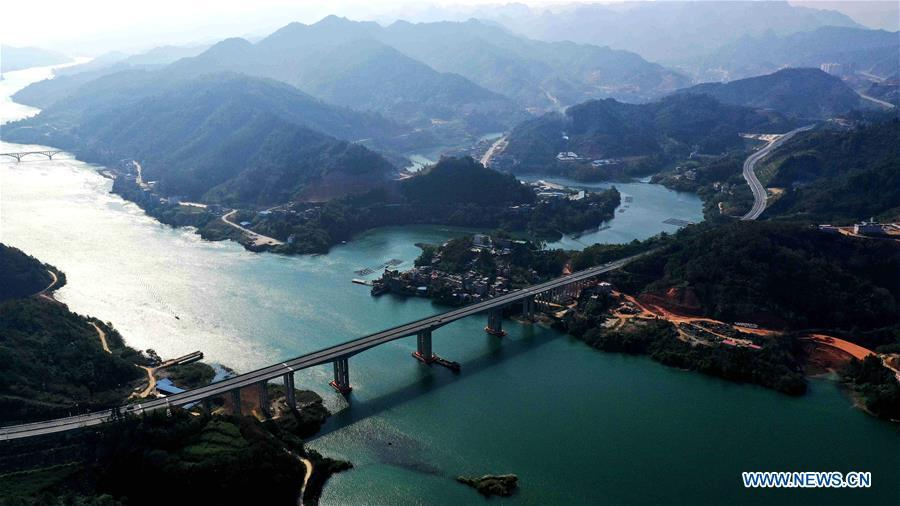 Aerial photo taken on Nov. 25, 2018 shows the Hechi-Baise Highway over the Hongshui River in south China\'s Guangxi Zhuang Autonomous Region. This year marks the 60th anniversary of the establishment of the Guangxi Zhuang Autonomous Region. (Xinhua/Gao Dongfeng)