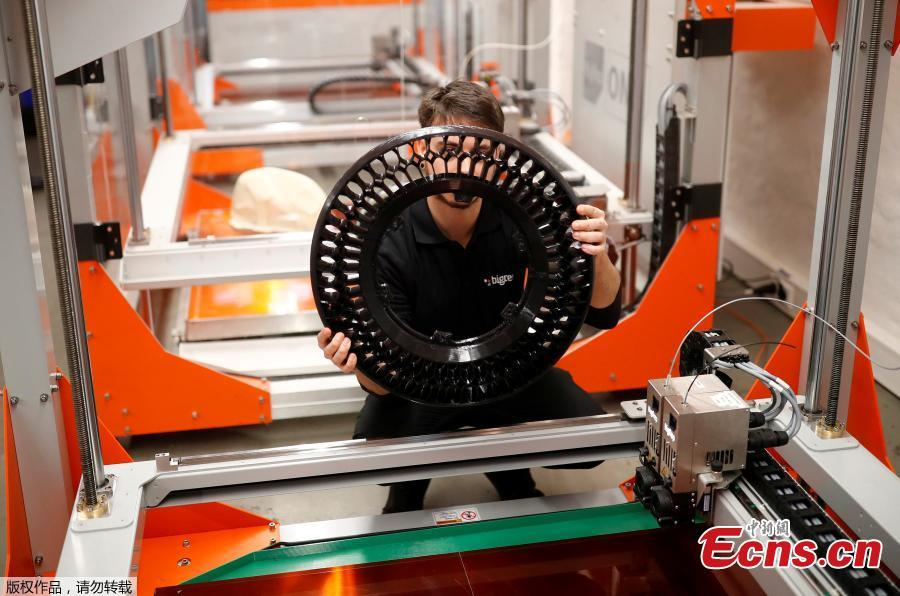 Designer Marco Mattia Cristofori of the German 3D printer manufacturer BigRep, checks a printed wheel of his nearly completely 3D printed e-motorcycle NERA in Berlin, Germany, December 3, 2018.(Photo/Agencies)
