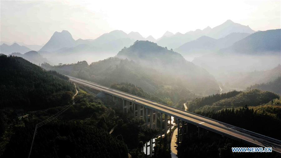 Aerial photo taken on Nov. 25, 2018 shows the Hechi-Baise Highway in south China\'s Guangxi Zhuang Autonomous Region. This year marks the 60th anniversary of the establishment of the Guangxi Zhuang Autonomous Region. (Xinhua/Gao Dongfeng)