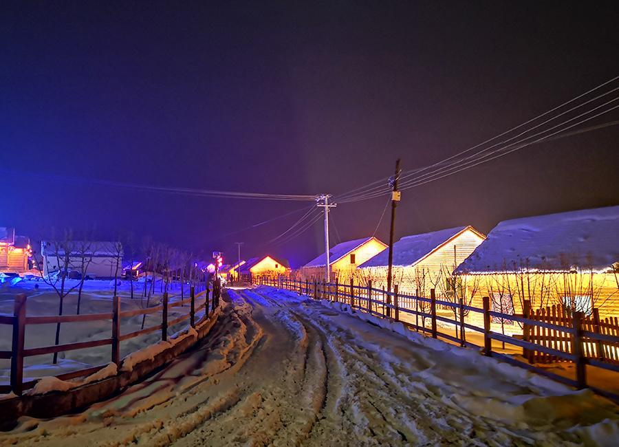 A night view of Keketuohai Geopark in Northwest China\'s Xinjiang Uygur autonomous region.  (Photo provided to chinadaily.com.cn)