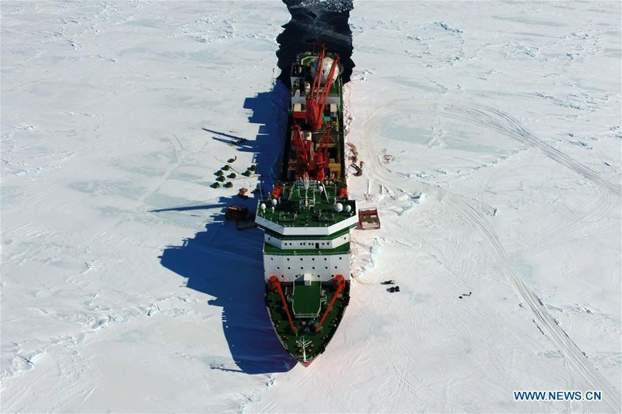 Aerial photo taken on Dec. 3, 2018 shows China\'s research icebreaker Xuelong in Antarctica. China\'s research icebreaker Xuelong, also known as the Snow Dragon, is now 44 kilometers away from the Zhongshan station. Unloading operations have been carried out after the routes were determined. (Xinhua/Liu Shiping)