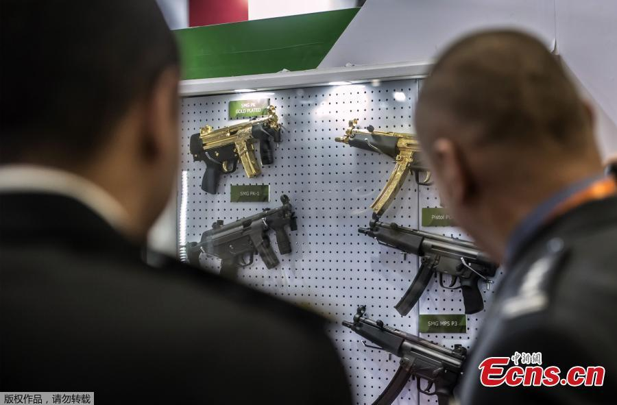 Gold plated weapons are displayed at the Pakistani stand during Egypt\'s first Service Defence Exhibition in Cairo on December 3, 2018, at the International Exhibition Center.(Photo/Agencies)