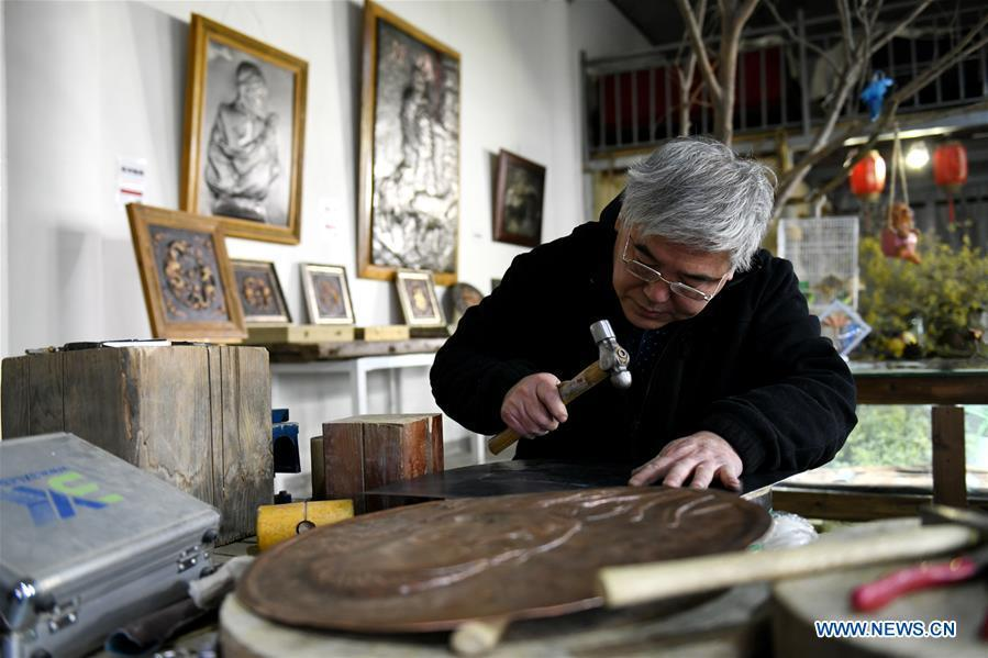 Guo Hailong, inheritor of welding-aided iron relief handicraft, is seen at his workshop in Deming ancient town of Shijiazhuang, capital of north China\'s Hebei Province, on Dec. 4, 2018. The craftsmanship was listed as the provincial intangible cultural heritage in 2013. (Xinhua/Chen Qibao)