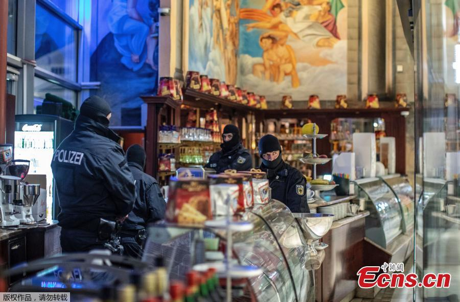 Masked police stand in an ice parlor in Duisburg, western Germany, Wednesday, Dec. 5, 2018 as authorities conduct coordinated raids in Germany, Italy, Belgium and the Netherlands in a crackdown on the Italian mafia. German federal police said in a statement Wednesday that there had been multiple arrests in the early morning raids on premises linked to the \'ndrangheta, a southern Italy-based organized crime group.  (Photo/Agencies)