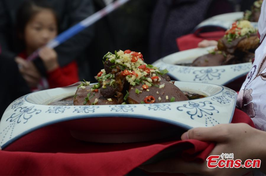 Eating lamb  Lamb is the main food chosen by Chinese people during Major Snow. It is excellent for nourishing the body, promoting blood circulation and providing protection against the cold. People in Chongqing like to have potted lamb soup or stewed lamb soup with their families and friends. Nanjing residents like to stew the lamb with yams or wolfberries to make it more nutritious.