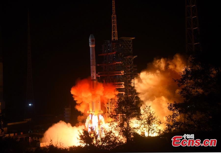 A Long March-3B rocket carrying the Chang\'e-4 lunar probe blasts off from Xichang at 2:23 a.m. in the Xichang Satellite Launch Center in southwest China\'s Sichuan Province, Dec. 8, 2018. It opened a new chapter in China\'s lunar exploration. The probe is expected to make the first-ever soft landing on the far side of the moon. (Photo: China News Service/Sun Zifa)