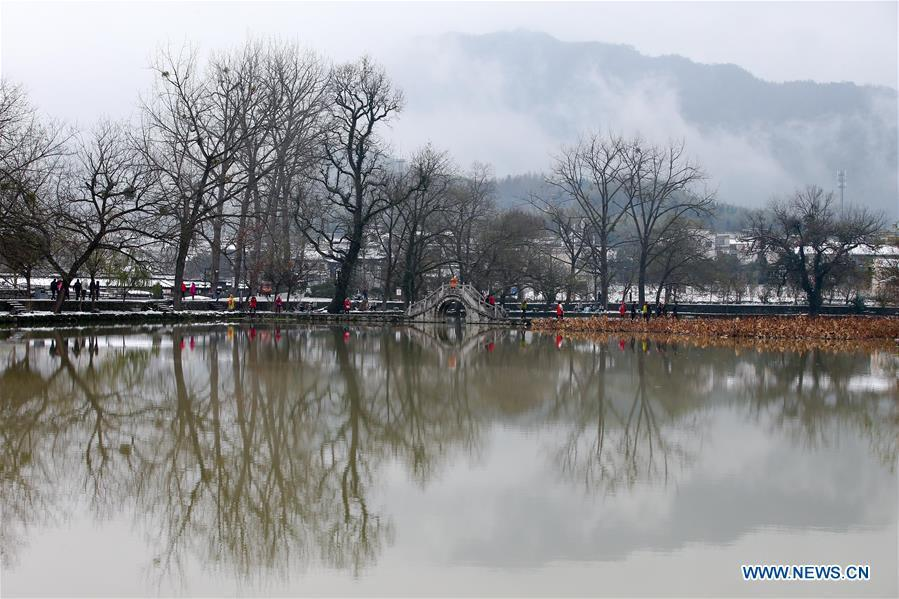 Photo taken on Dec. 9, 2018 shows the snow scenery of Hongcun Village in Yixian County, east China\'s Anhui Province. The cold wave brought snowfall to the village in recent days. (Xinhua/Shi Yalei)