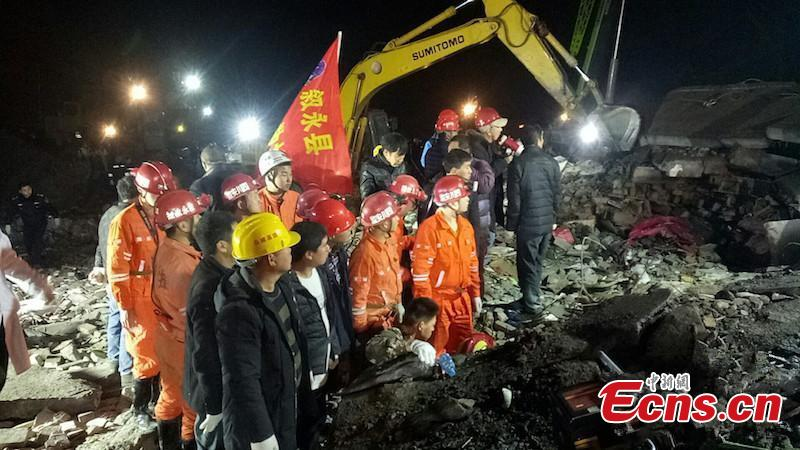 Rescuers race against time pulling buried people out of debris after a landslide topped three houses in Xuyong county, Sichuan province, on Sunday. (Photo: China News Service/ Su Zhongguo)