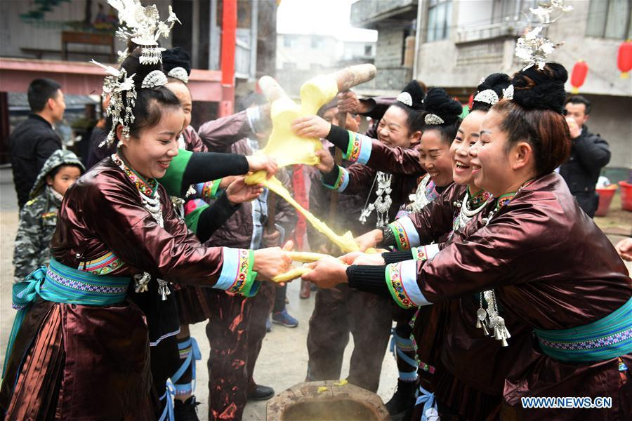 People of Dong ethnic group make Ciba, or glutinous rice cake, at Jiasuo Dong Village of Zhongchao Township in Liping County, southwest China\'s Guizhou Province, Dec. 9, 2018. Dong people celebrated the new year through various activities on Dec. 7-9. (Xinhua/Yang Wenbin)