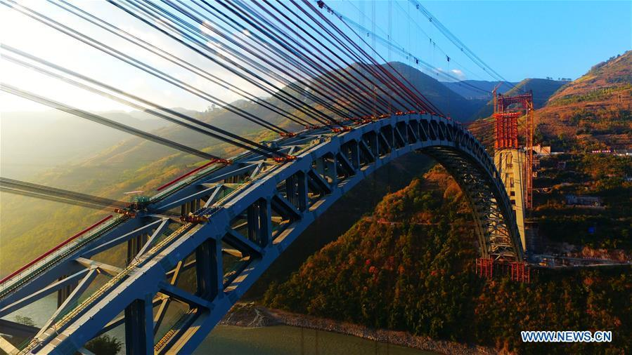 Photo taken on Dec. 10, 2018 shows the railway arch bridge across the Nujiang River in southwest China\'s Yunnan Province. With a grand arch bridge erected on Monday morning, Chinese constructors have built the longest-spanning railway arch bridge with a single span of 490 meters. The bridge is a key project of the 220-km-long Dali-Ruili railway which is a key section of the China-Myanmar international railway corridor linking Kunming, the provincial capital of Yunnan, with Yangon of Myanmar. (Xinhua)